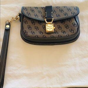 Dooney & Bourke Bags - DOONEY&BOURKE WOMENS WALLET/Clutch